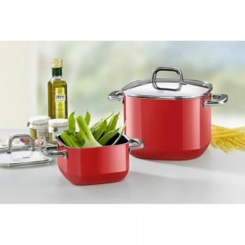 Silit Quadro Red kjeler på kjøkkenbenken sammen med ingredienser. smallsqr